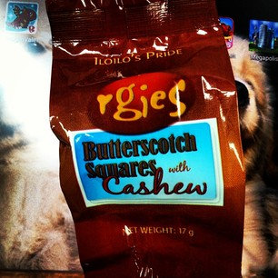 Rgies Butterscotch Square with Cashew Chips