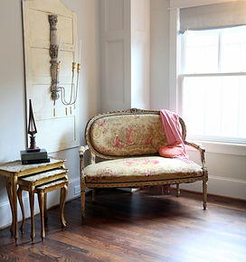 french-settee-in-tapestry.jpg