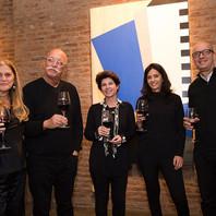 Últimos días. Anoche festejamos con amigos y unos ricos vinos. Last night we celebrated with friends and some delicious wines! _bensignor.jpg