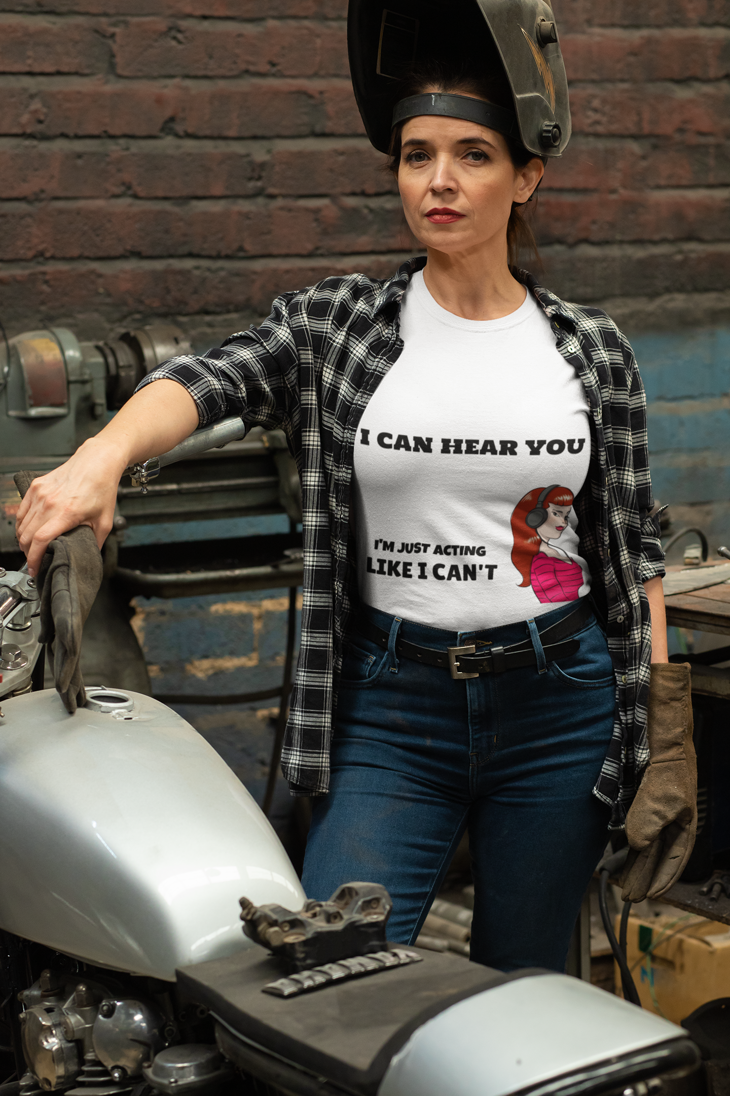 t-shirt-mockup-of-a-woman-repairing-her-