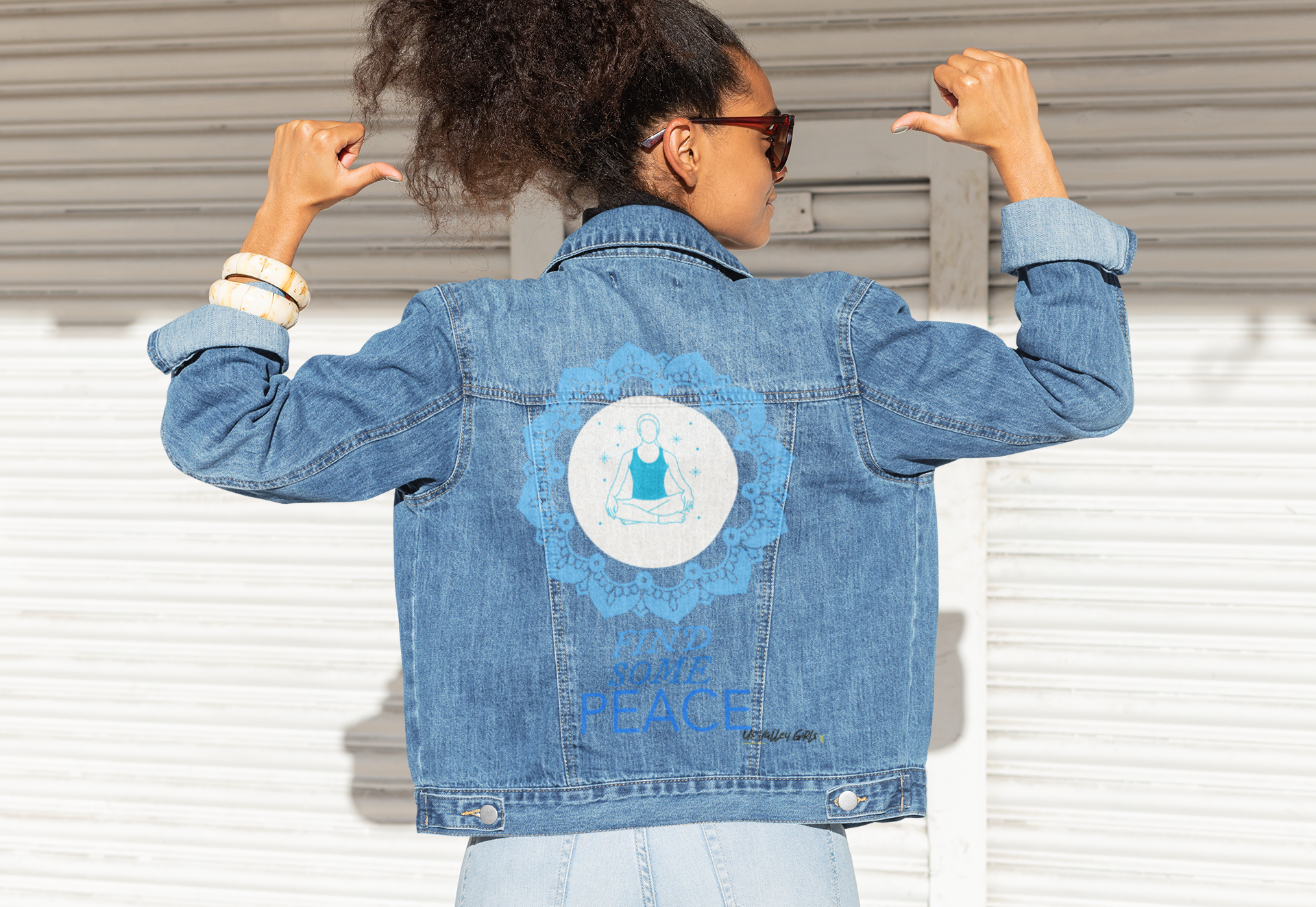 mockup-of-a-woman-pointing-at-her-denim-