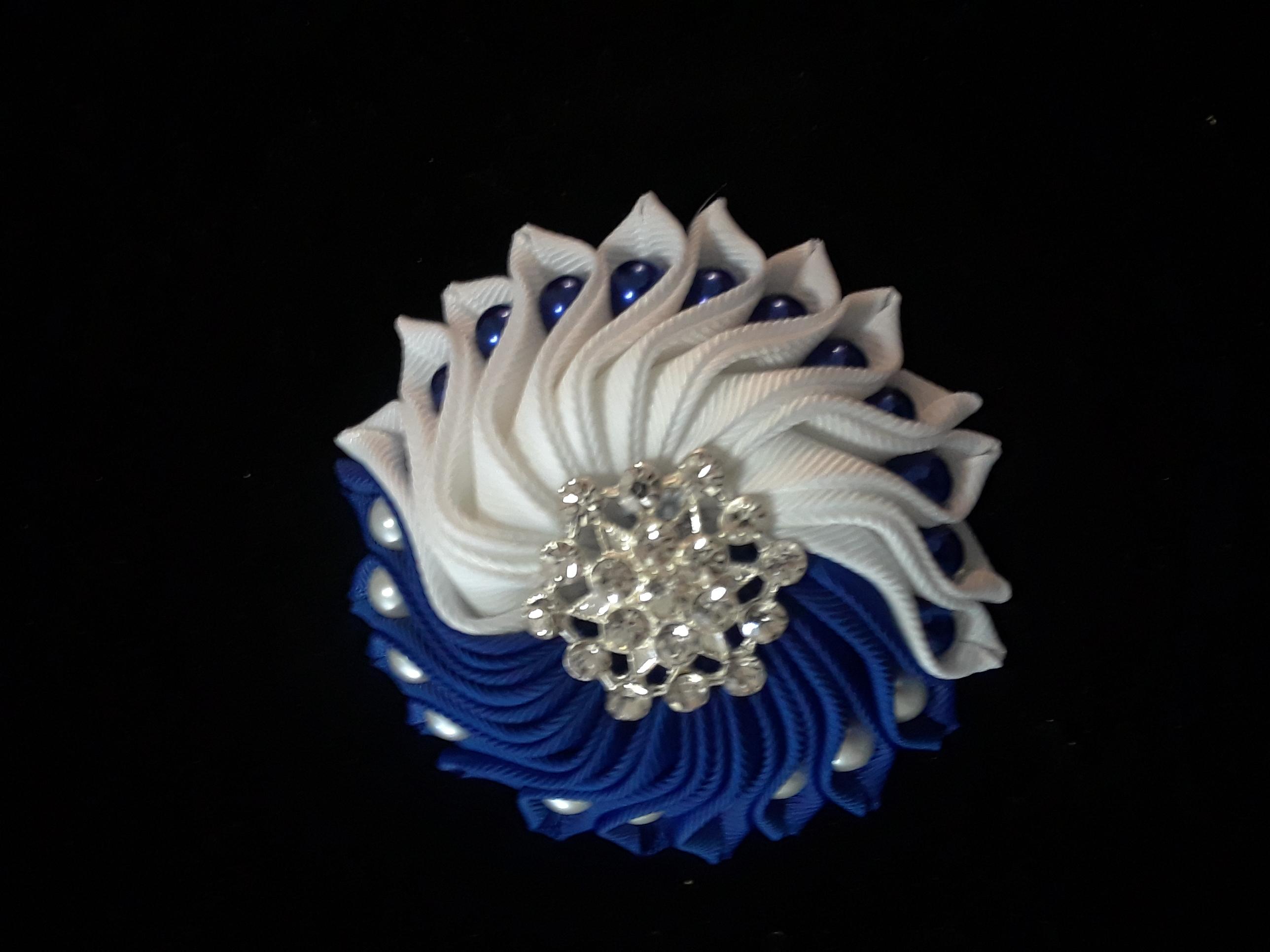 B/W Queen spiral