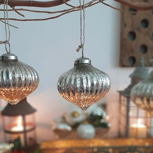 Ribbed Onion Bauble