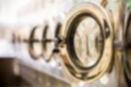 buanderie blanchisserie machine lave lavage ligne service porte literie lingerie propre jour, photo traitée et modifiée effet brosse sèche, source : wix.com