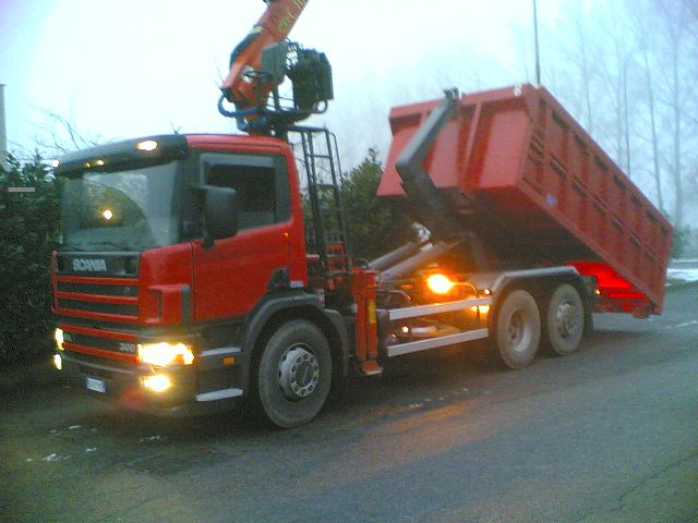 Scania da rottame scarrabile con gru