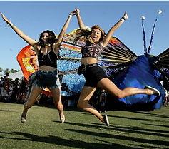 2 women at Coachella 2016