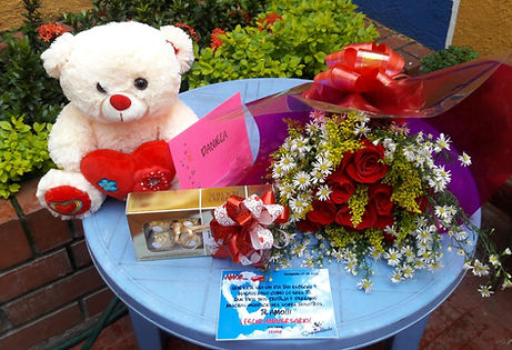 Regalo con Peluche y Chocolate, Sorpresas con peluches y rosas, sorprendiendo, regalos de peluches, rosas para regalar