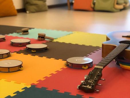 Bebês e crianças têm atividades musicais  na Casa Moara