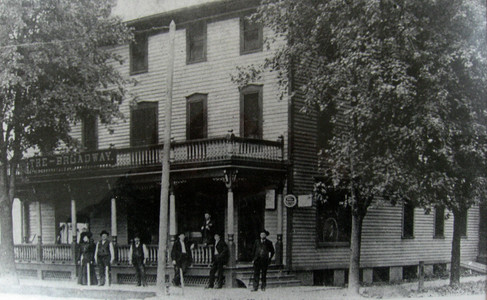 Broadway Hotel, 1913