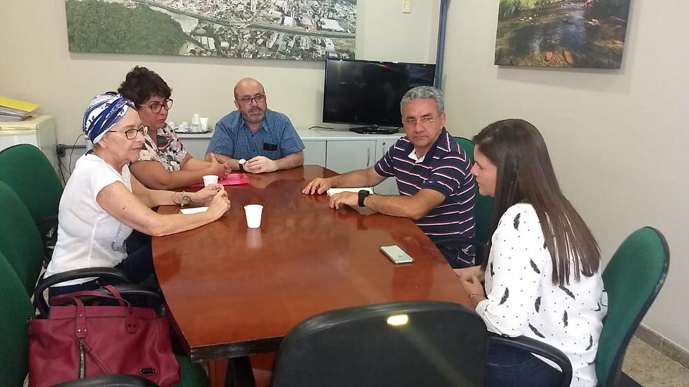 Ana Rita, Suzi Ghitti, Valdeci, Fernando e Sarah em reunião na Sama