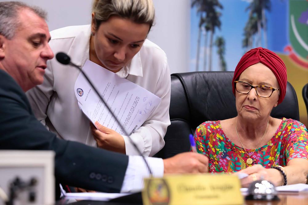 O presidente da Câmara, Claudio Aragão, e a vice-presidente Ana Rita Hermes, na sessão que definiu as comissões, nesta terça-feira