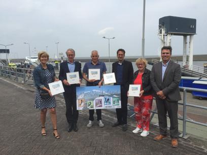 Persbericht: Waddenburgemeesters nemen postzegels in ontvangst