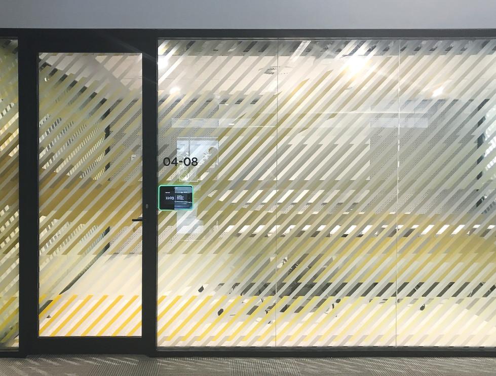 Transport--yellow-glass-film---meet - li