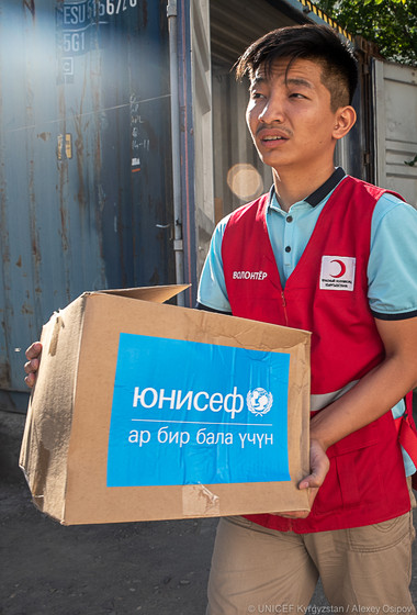 Humanitarian aid from UNICEF and Red Crescent in Osh region 2019