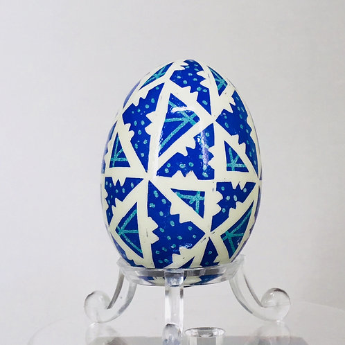 P163 Pysanka -- 40 Triangles pattern on a blue (Aracauna) eggshell