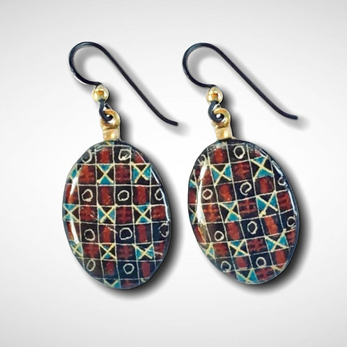 A207r -  Pysanka  Earrings -- Traditional grid on black   - Goose Eggshell - Nio