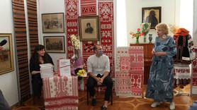У Сумах презентували самобутній альбом-каталог «Кролевецькі рушники XІХ – початку ХХ століть»
