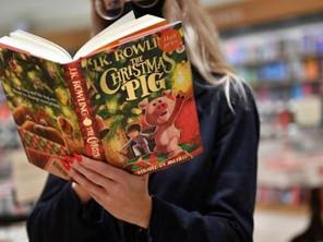 Побачила світ нова дитяча книжка Джоан Роулінг «Різдвяна свинка»