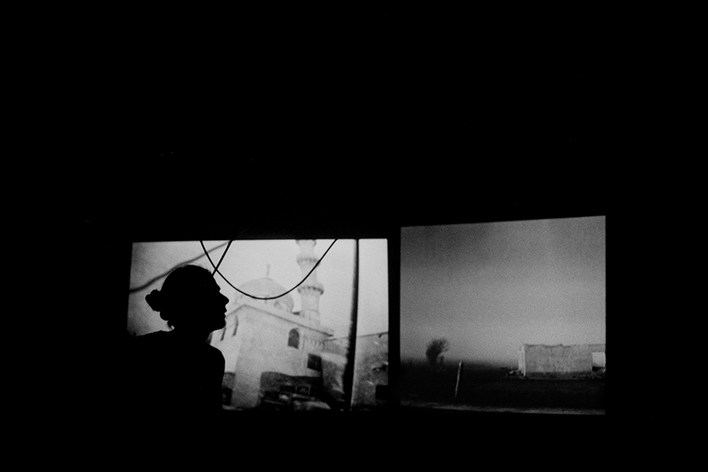 Alex Majoli during the exhibition Off Broadway. Arles, Francia 2005