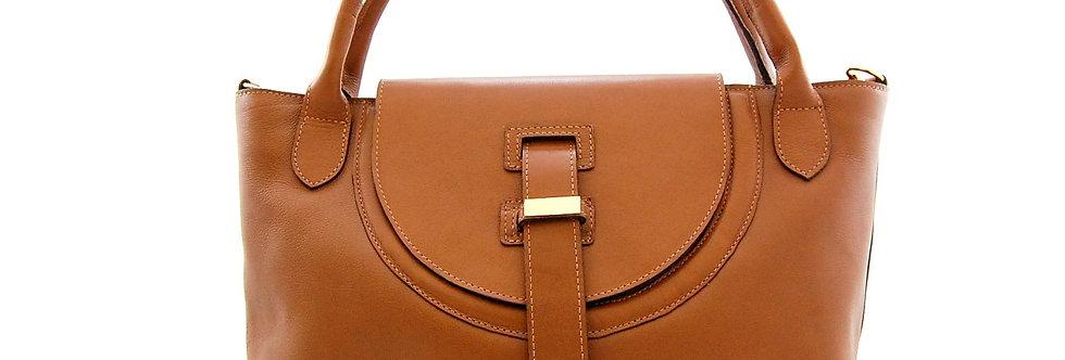 Bolsa em couro com tampa arredondada caramelo