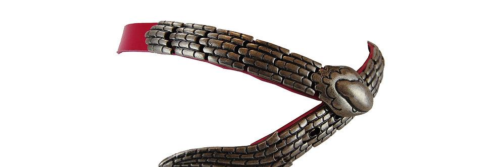 Cinto de couro com fivela de serpente