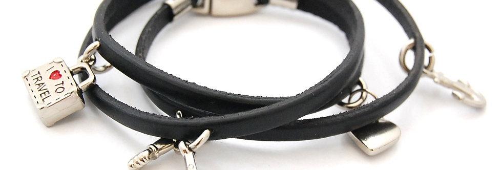 Pulseira de couro com pingentes de metal preta