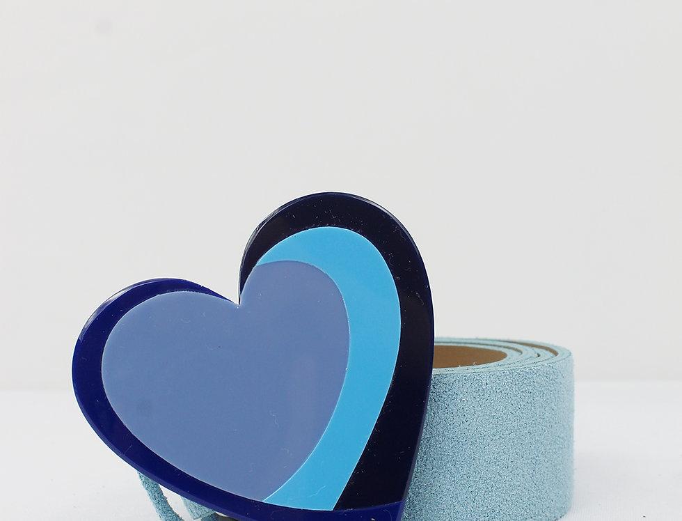 Cinto em couro camurça com fivela de coração em acrílico