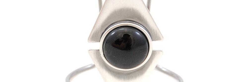 Bracelete em metal com pedra preta
