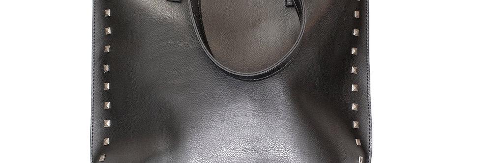 Bolsa com detalhes em tachas