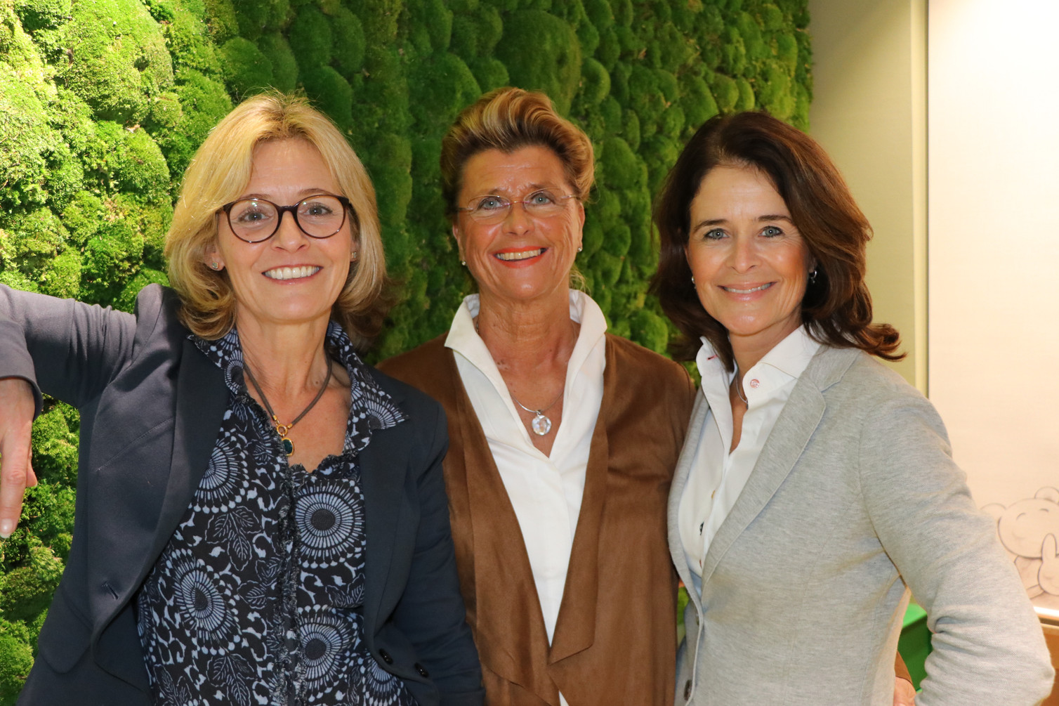 Ines Van Meenen mit Ulrike Schulschenk und Katharina Schroeder