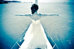Braut auf Segelboot