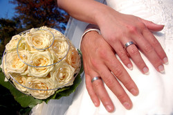 Ringe und Brautstrauss