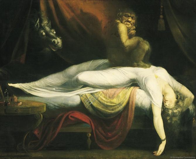 Você já acordou no meio da noite e não conseguiu se mover? Ou viu algo inexplicável? Saiba o que aco