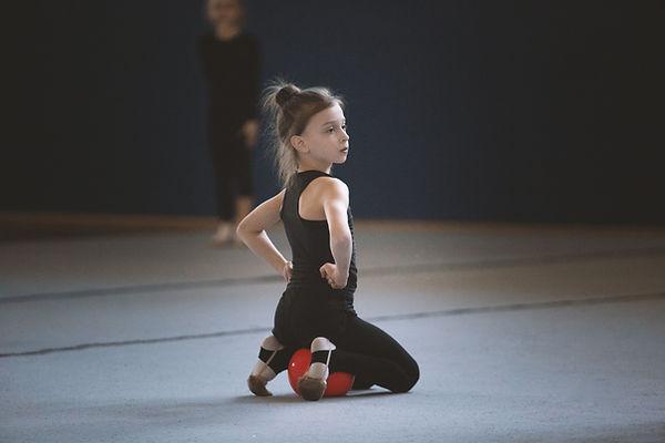 Genç jimnastikçi