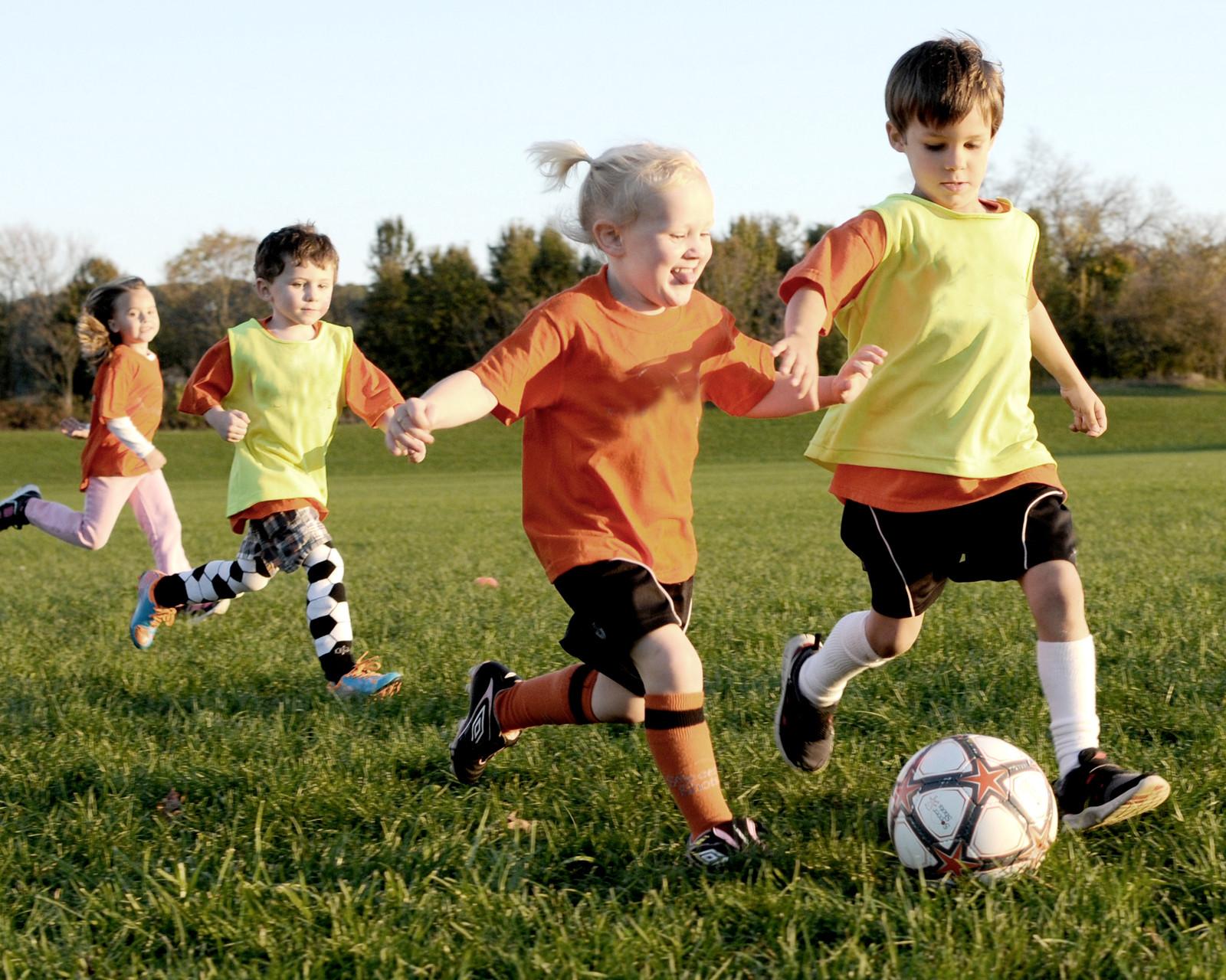 Картинка с футболом для детей