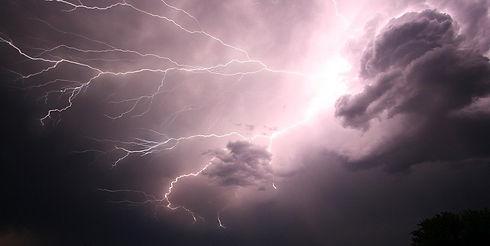 lightning-1056419_960_720_edited.jpg