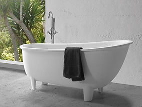 Retro%20Bathtub%20with%20Clawfoot_edited