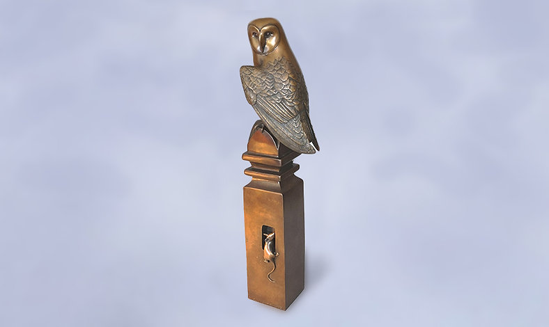 Barn-Owl-on-Post-with-Mouse.jpg