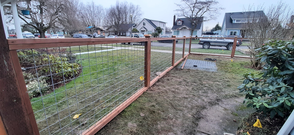 Custom Trimmed Out Hogwire Fence