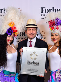 Havana themed award ceremony with entertainers