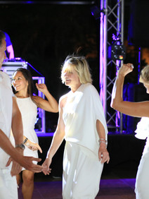 Presidnet's club winners dancing