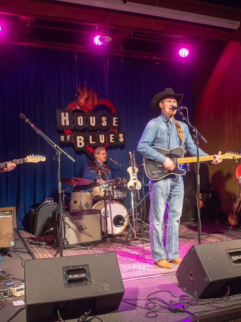 Country band playing at House of Blues