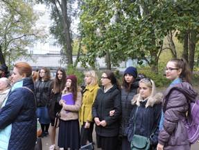 Участие студенток МГПИ «Бейт-Хана» в траурном митинге