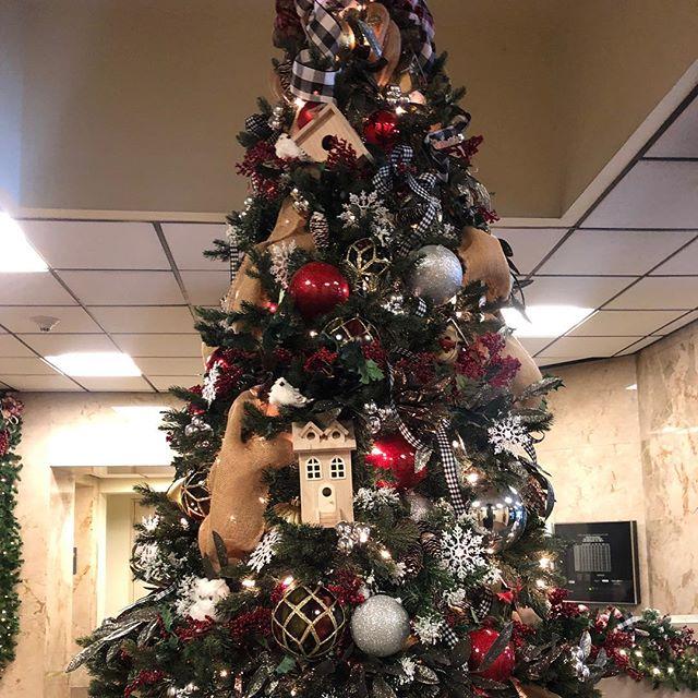 Rustic Tree #rusticchristmas #interiorde