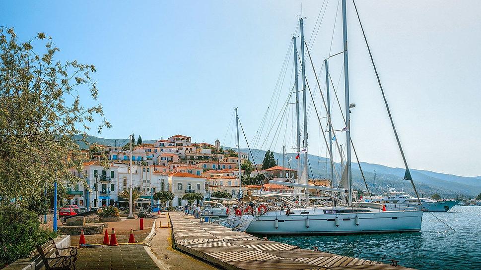 4_sailing-boats-in-poros-port.jpg