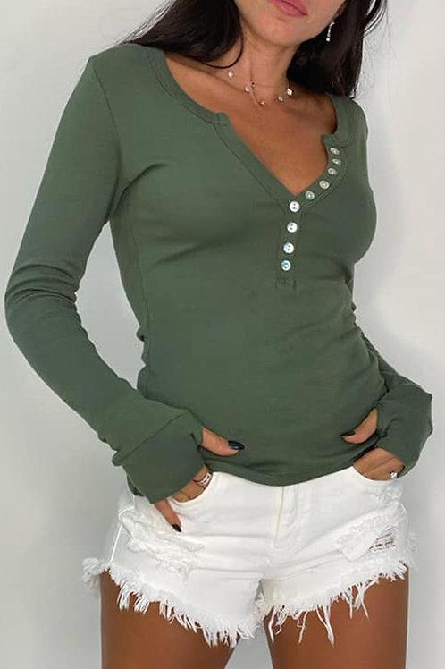 חולצת בייסיק כפתורים מעצבים