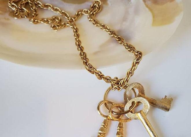 key necklace 2_1.jpg
