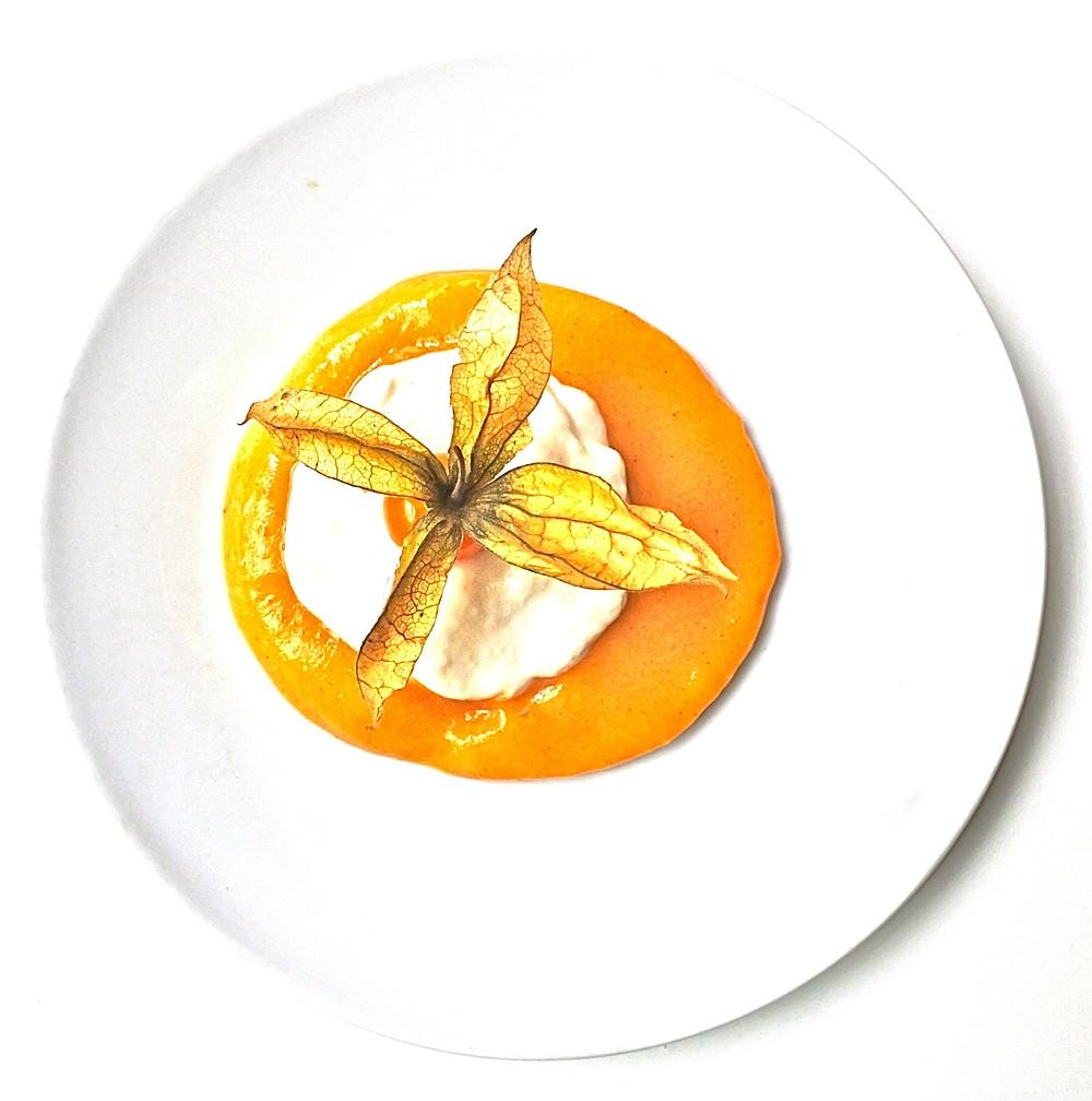 Yaourt d'amandes et noix du Brésil au coulis de kaki