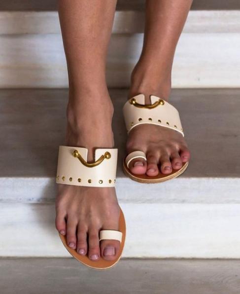 ancient-greek-sandals-2.png