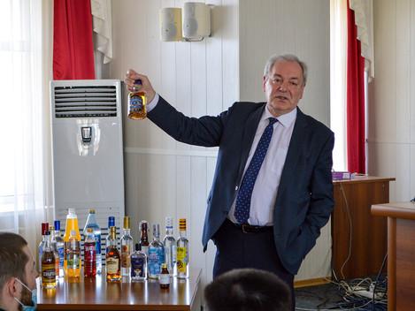 Как распознать поддельный алкоголь?
